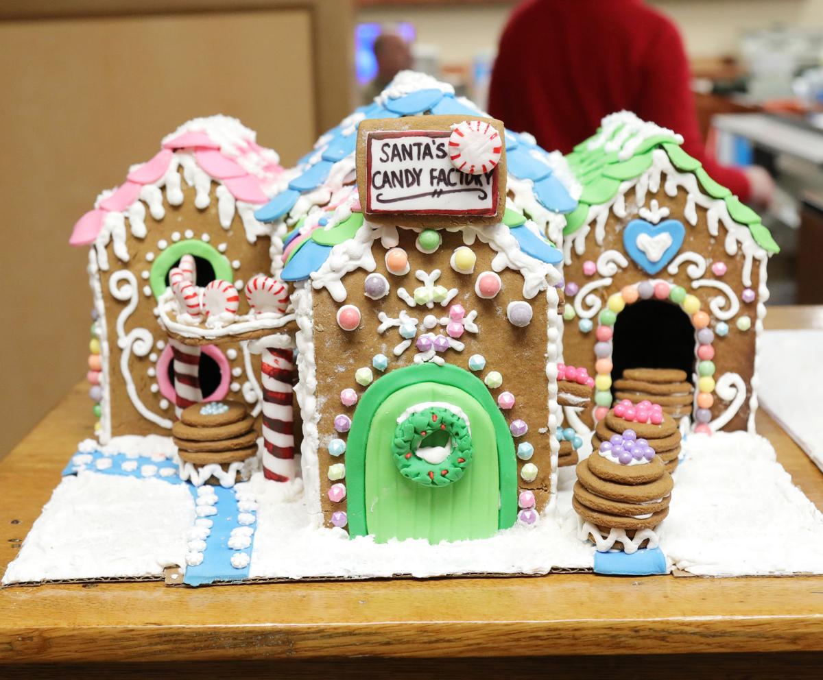 Gingerbread houses 2017010.JPG