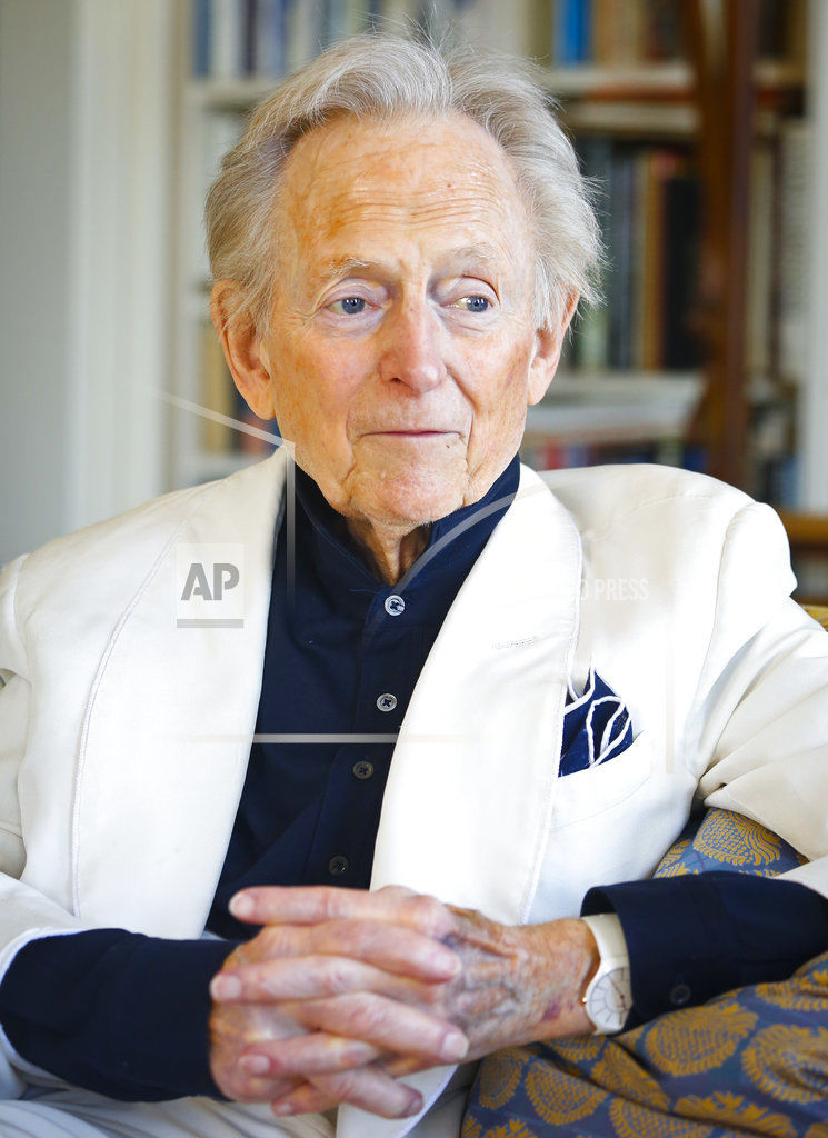 Obit Tom Wolfe