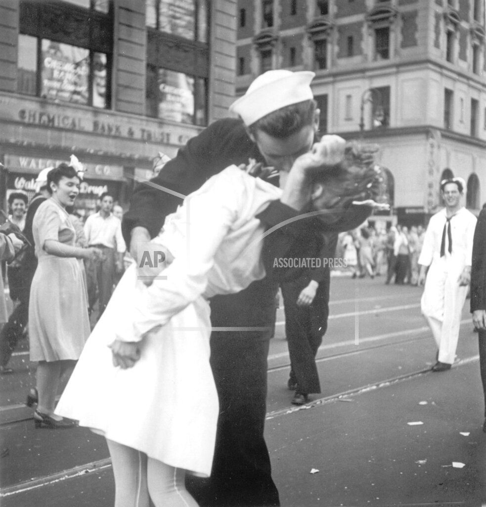 Obit WWII Kissing Sailor Photo