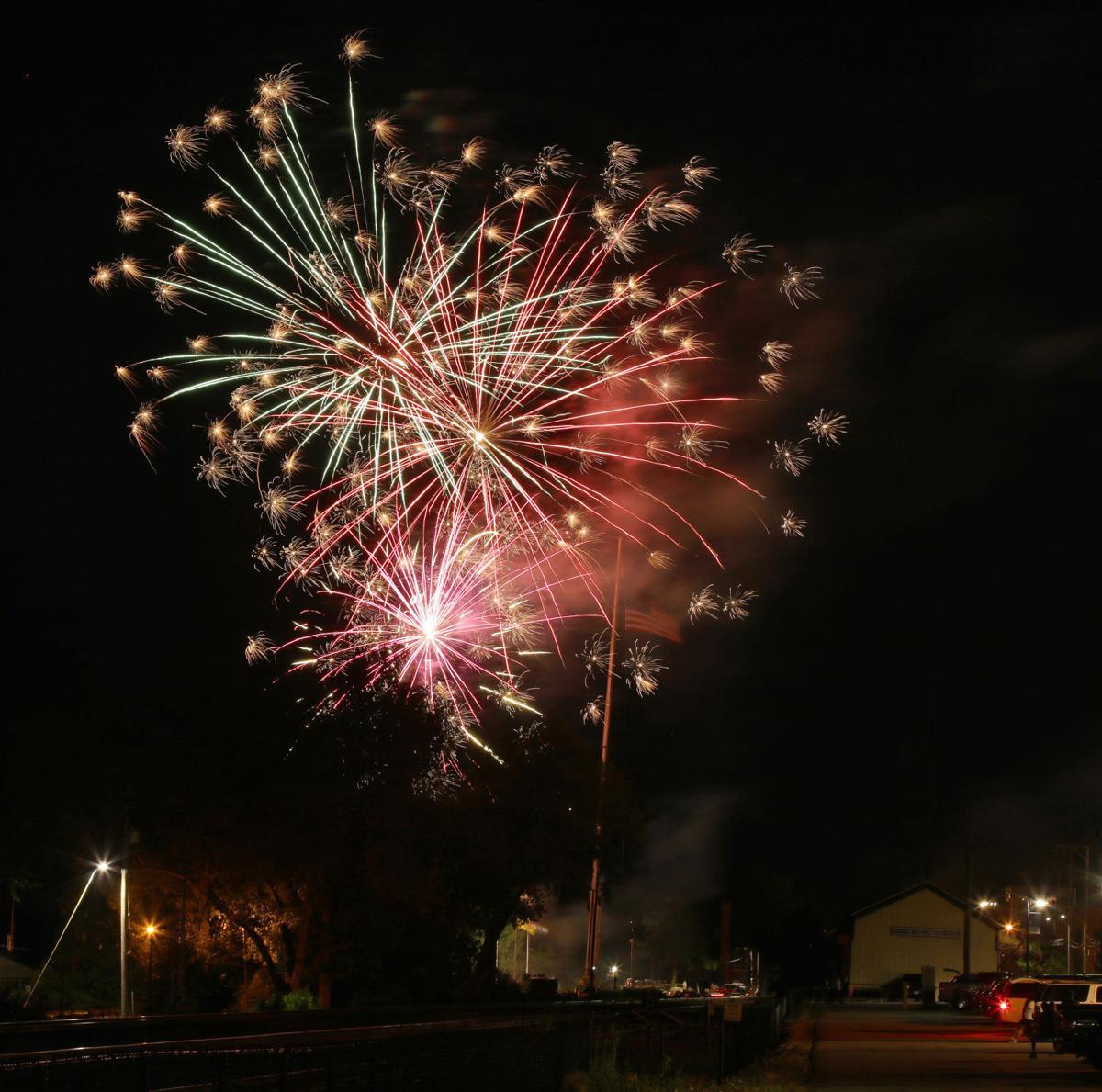 John G firework 2019019.JPG