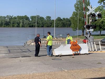 Washington Riverfront closed to motorist