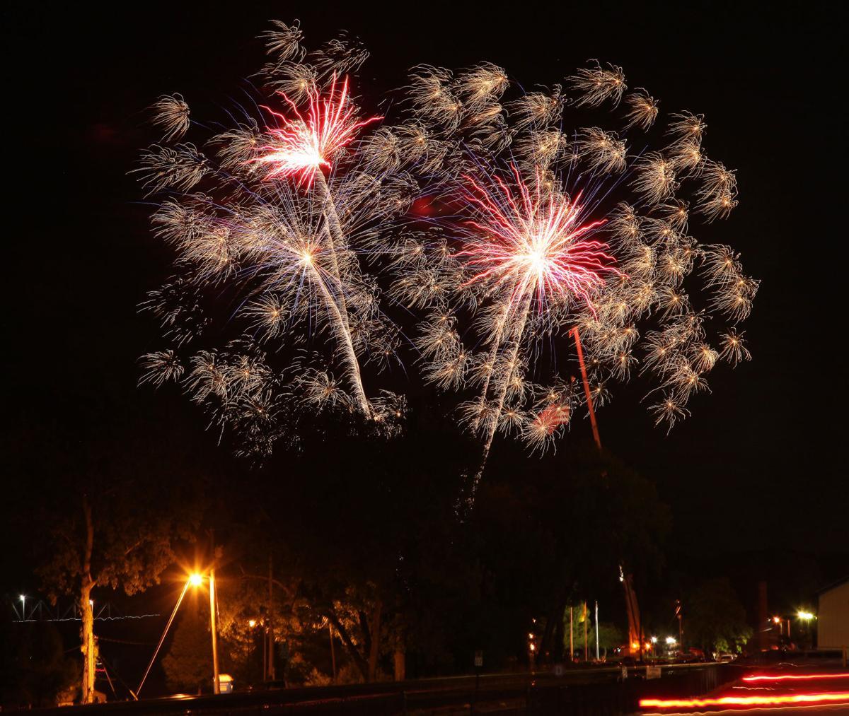 2017 John Gs Fireworks 03.jpg