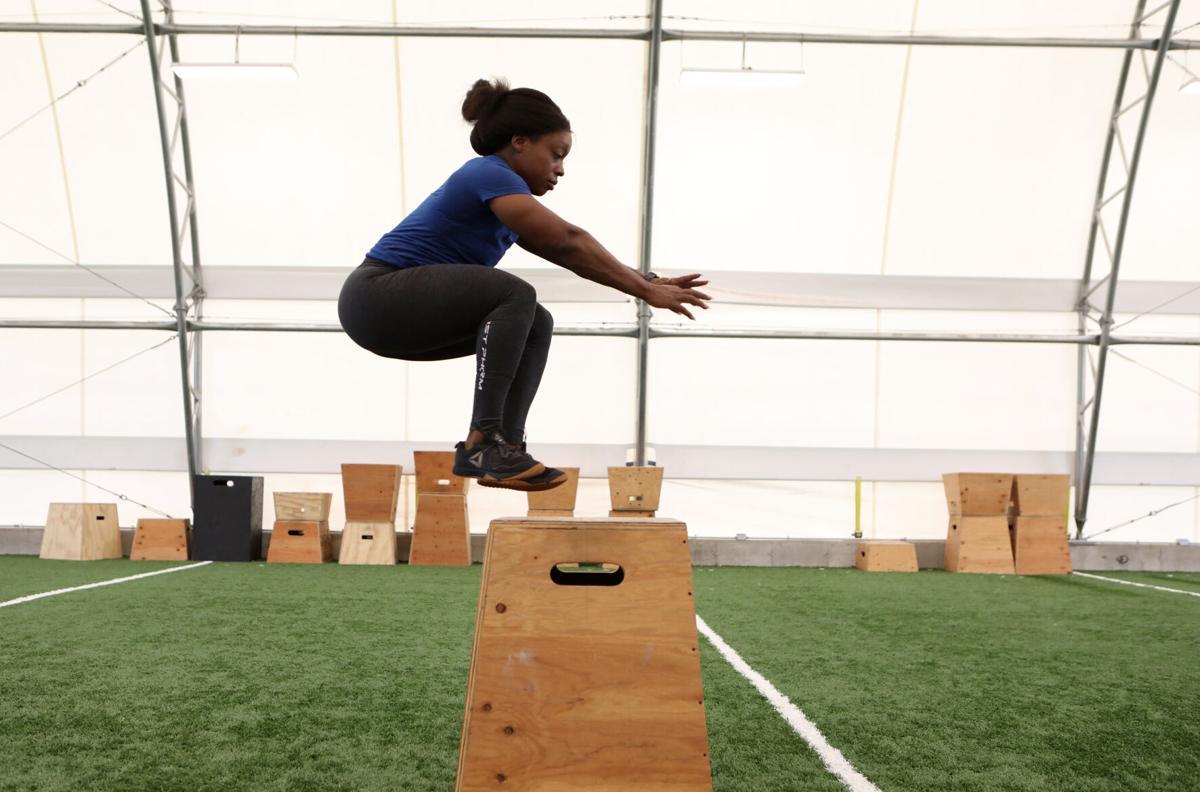 Nadia Wyatt does box jumps