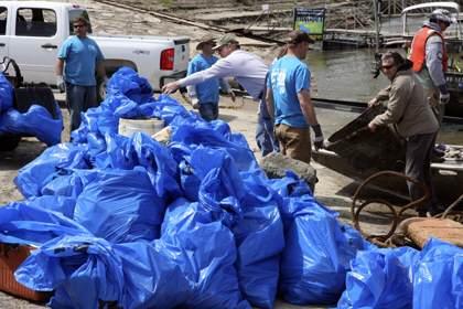 Volunteers Clean Up Missouri River