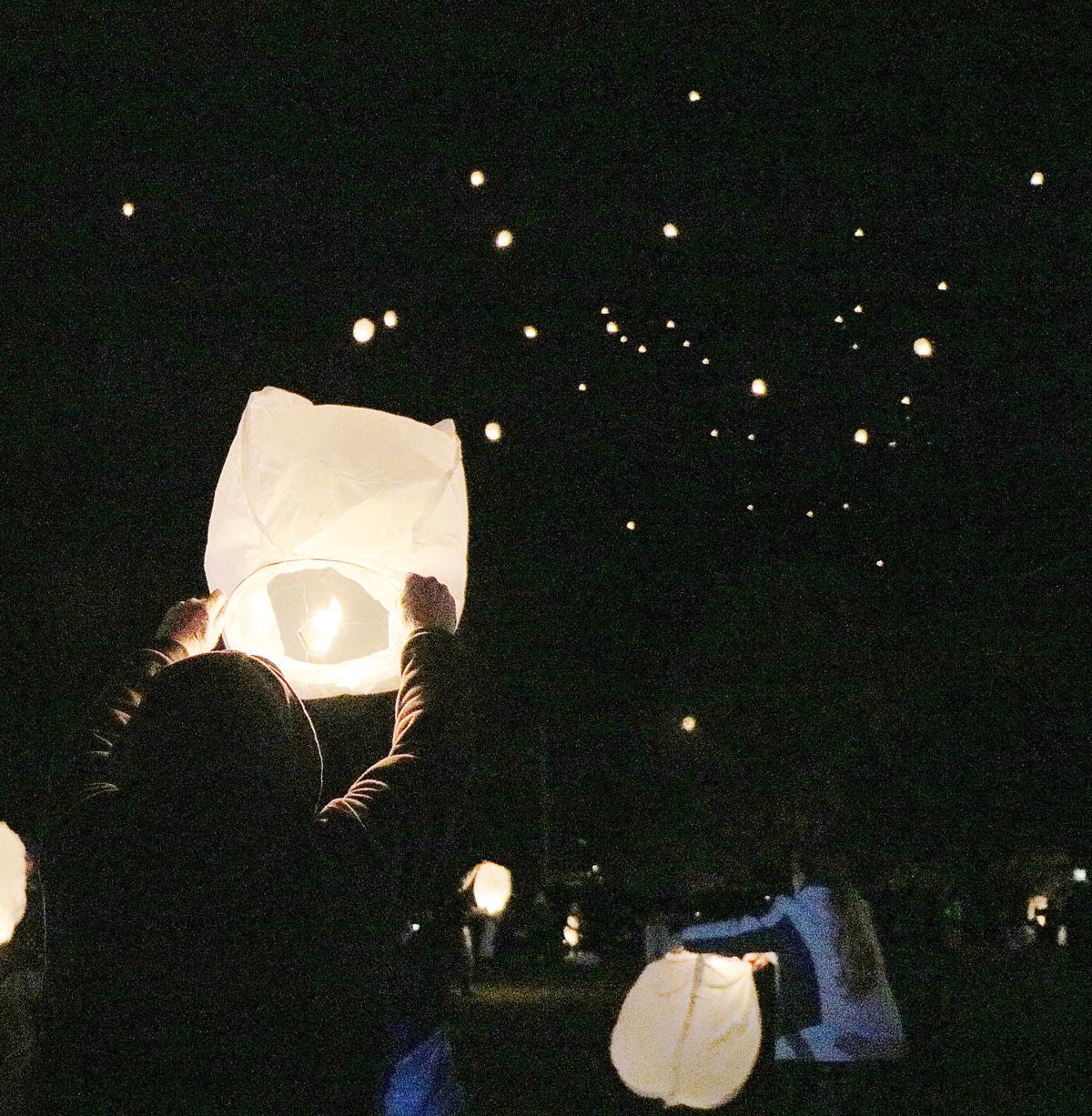 Lanterns Flourish in the Night