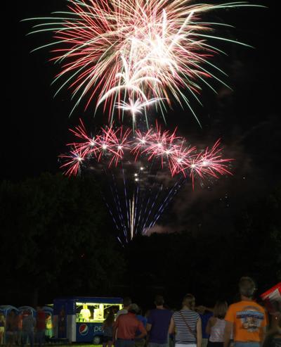 006 Fireworks at 2014 fair.jpg