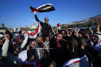 Syrian govt supporters protest after coalition airstrikes