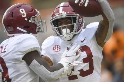 No. 2 Alabama loses Jaylen Waddle, beats Tennessee 48-17