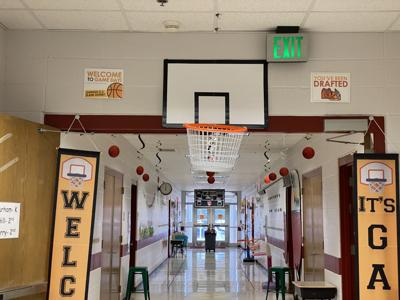 Creekside Elementary decorations