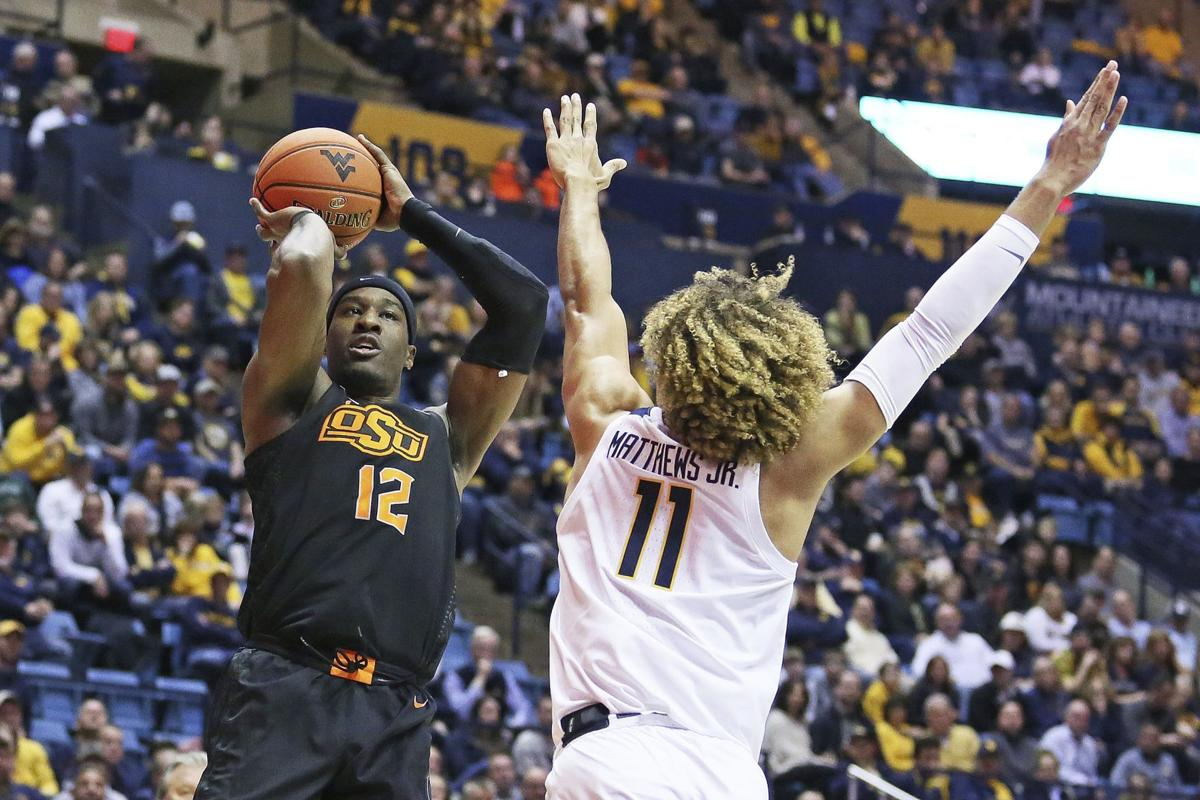 Huggins ties Smith at 879 as No. 17 WVU beats Oklahoma State