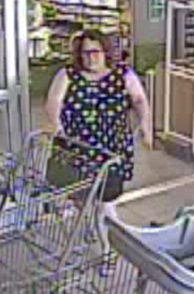 Police seek identities of purse thieves