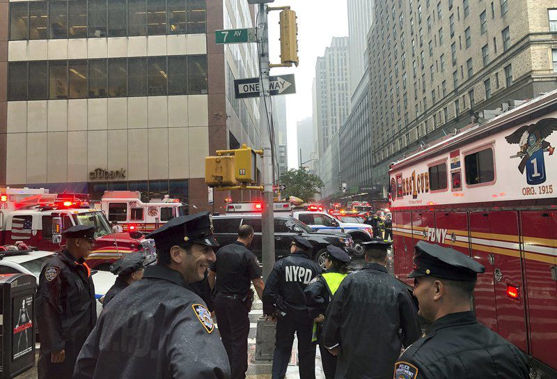 Helicopter crashes into roof of NYC skyscraper; pilot killed