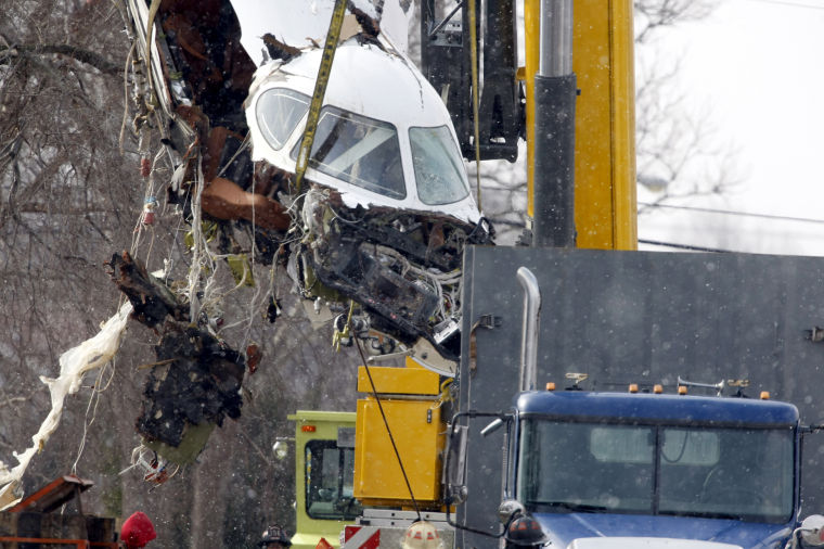 Fuselage removed from Indiana home after deadly crash | Archives