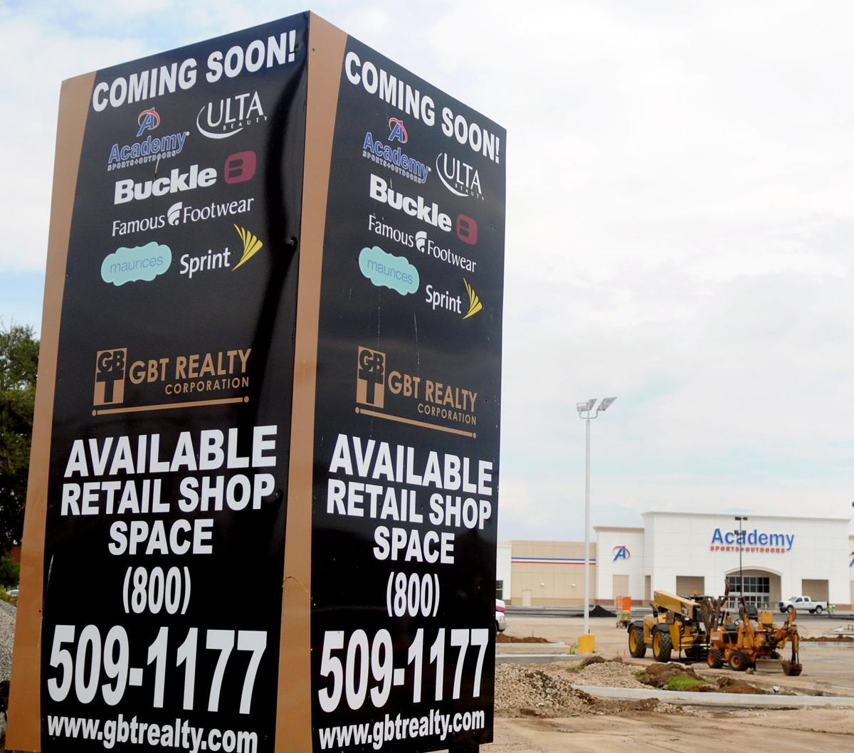 The Buckle And Famous Footwear Cur Businesses At Oakwood Mall Are Among S That Will Move Into Retail E By Academy Sports