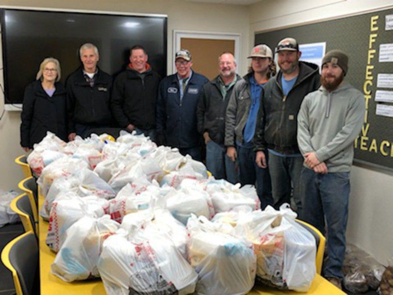 Luckinbill donates Thanksgiving feasts for Coolidge families
