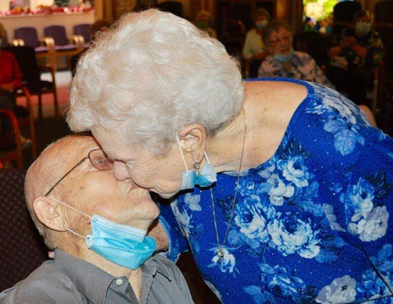 Golden Oaks couple recognized as Oklahoma's longest-married couple