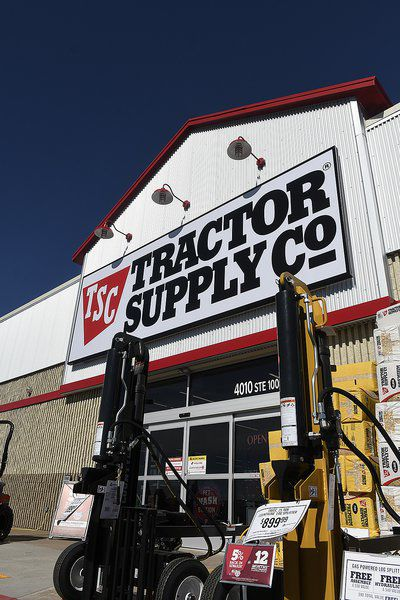 Chamber holds ribbon-cutting at Tractor Supply
