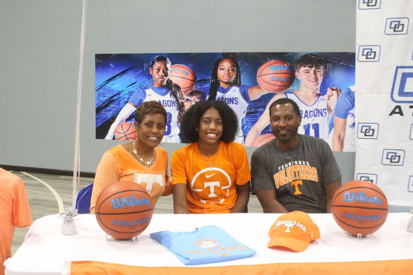 Foster's Wynn signs with Lady Vols