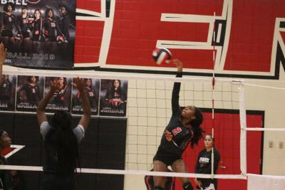 Terry falls to Hightower in five sets