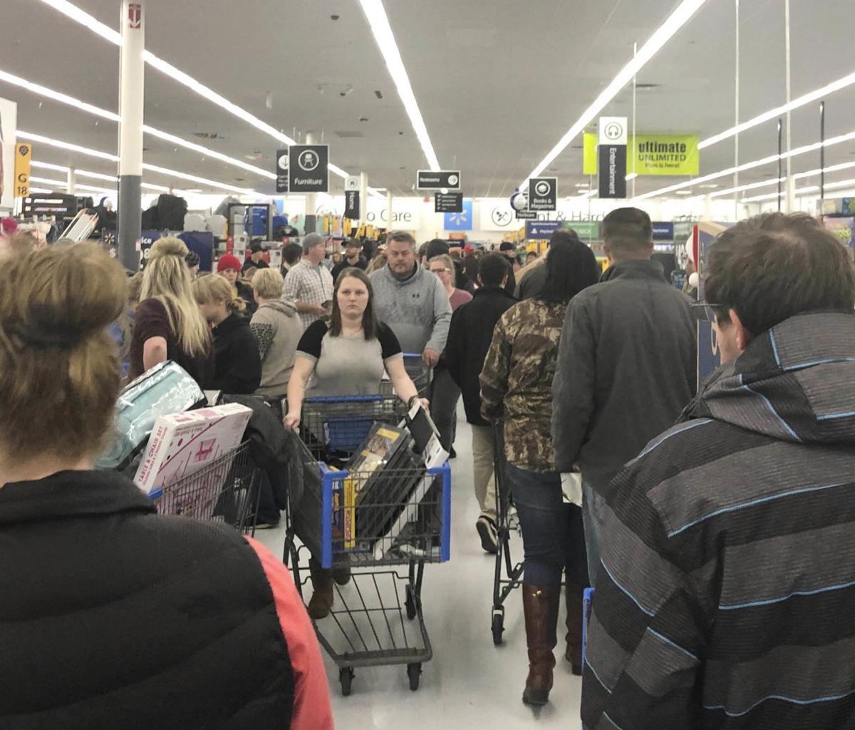 Racing Around Retail Black Friday Still Popular But Online Shopping Catching Up News Fergusfallsjournal Com