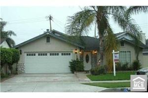 Great desirable location near park, shchools, shopping, and freeways. This