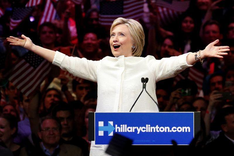 Clinton, Trump tied in photo finish