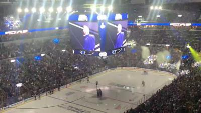 Brett Hull pumps up the crowd at Game 4