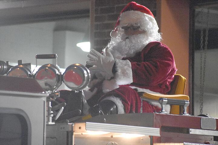 12-30 Santa Run 1.jpg