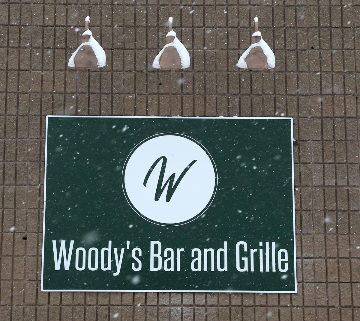 Woody's Bar & Grille