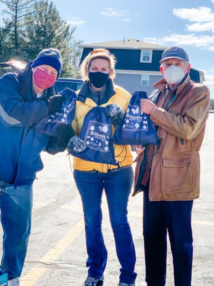 Kiwanis Club of Canandaigua Springtime Bag Distribution