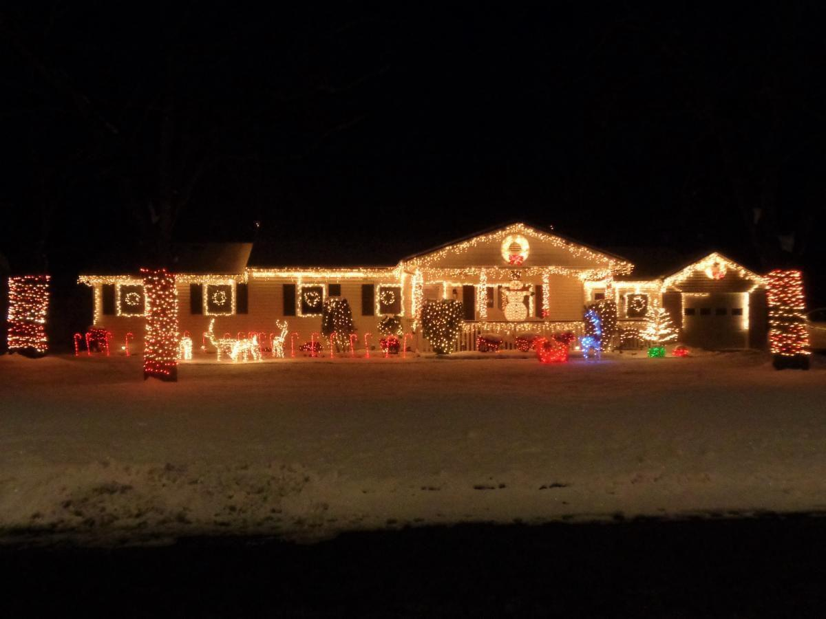 Arbors holiday lights winner