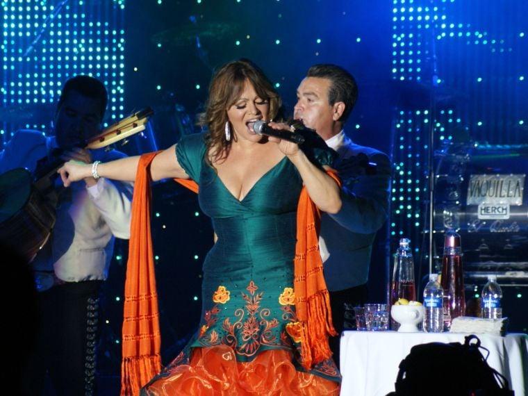 Concert Review Fans Love Jenni Riveras Trashy Behavior At San