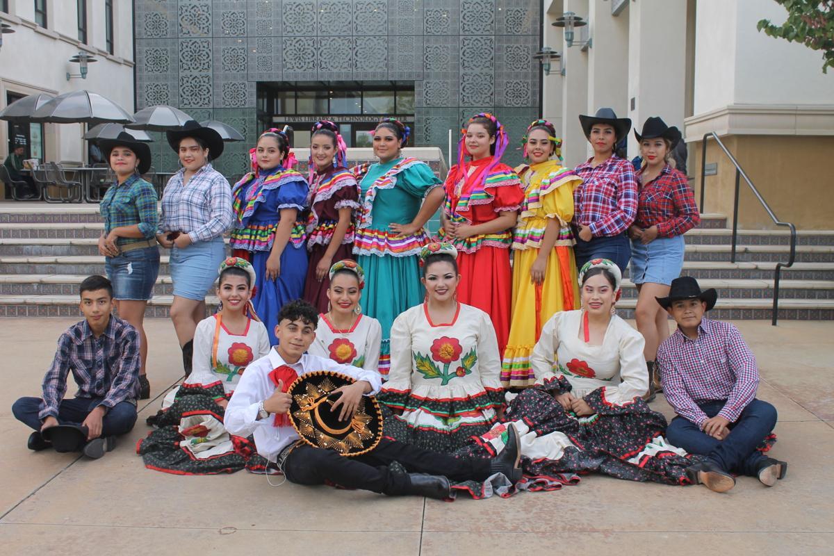 Fohi dancers