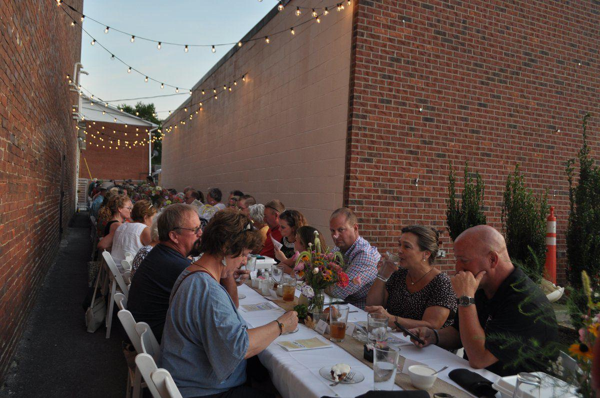 Dinner takes 'Farm to Table' outdoors