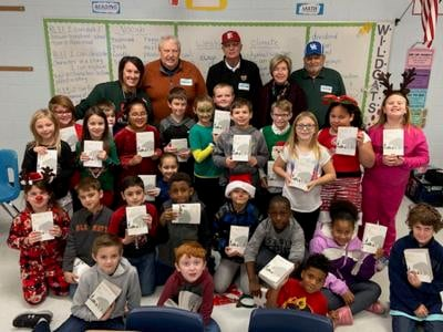 Rotary Club gives out dictionaries at SES