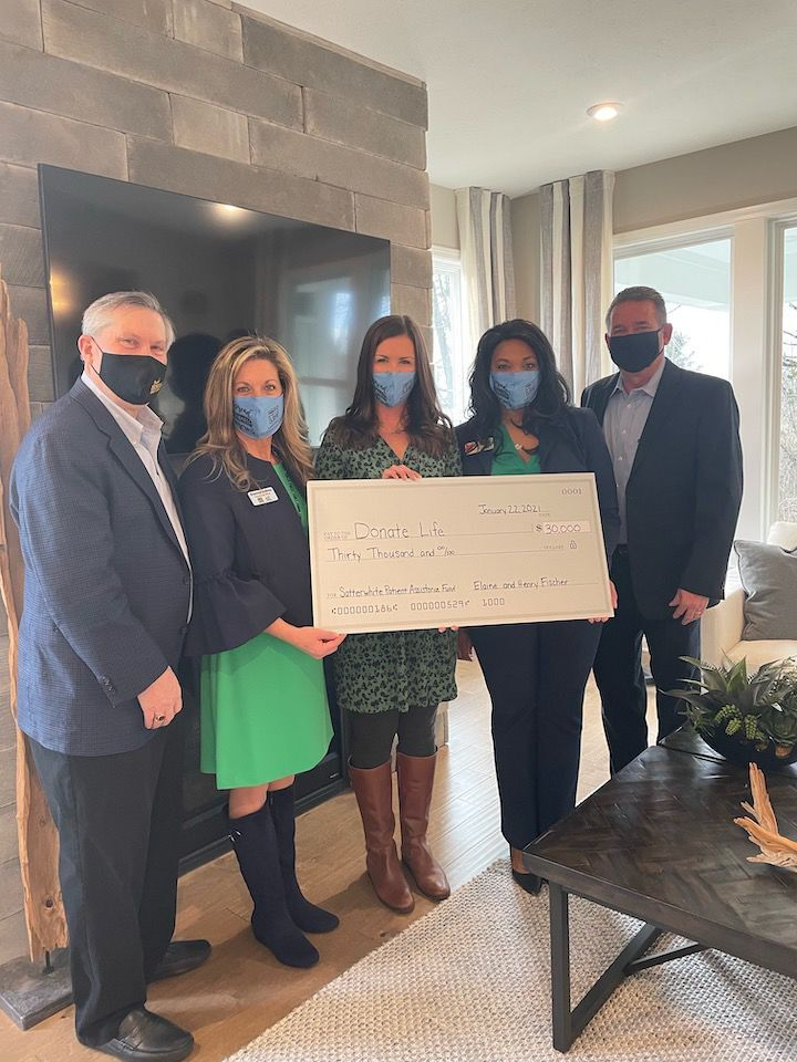 Elaine and Henry Fischer Give $30,000 to Transplant Patients in Need