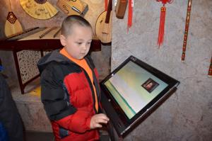 'Chinese Cultural Experience' mobile unit tours local schools