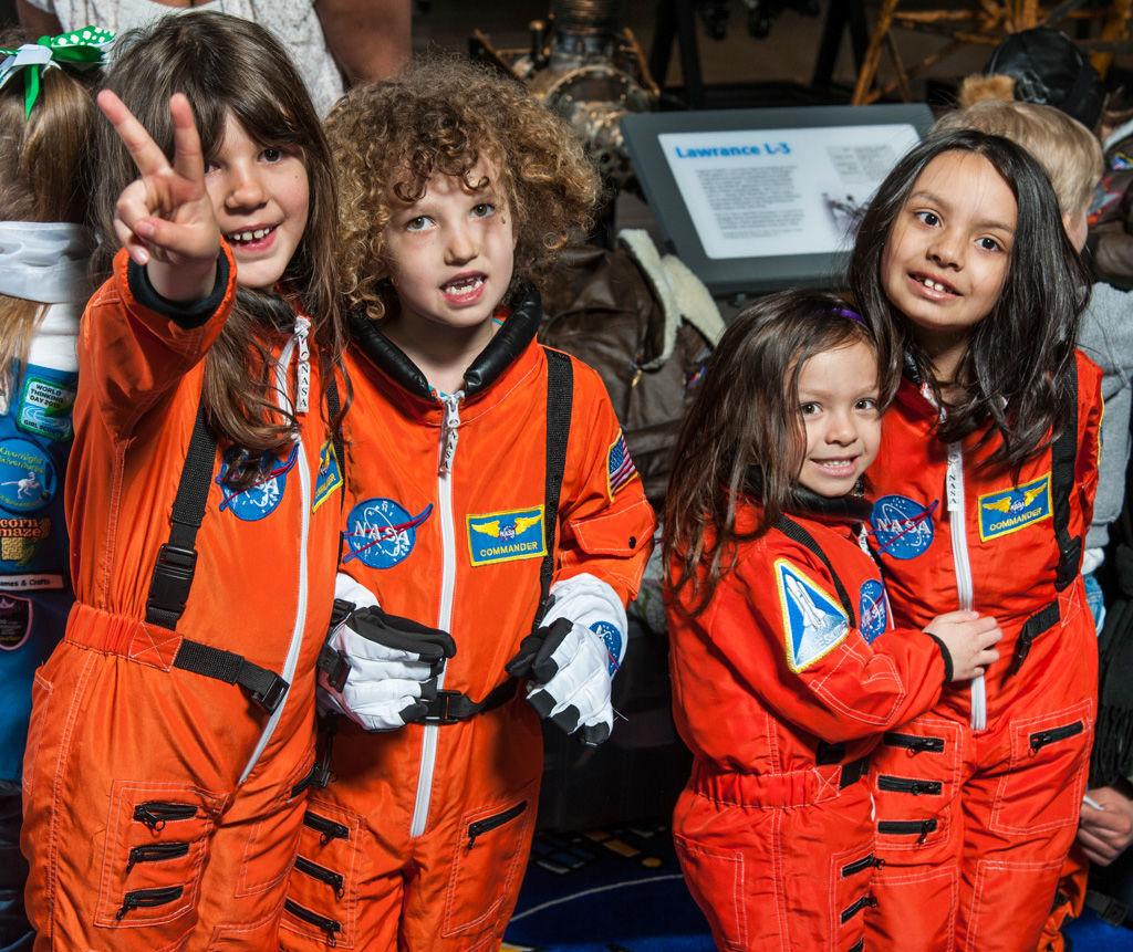 विमानन और अंतरिक्ष परिवार दिवस