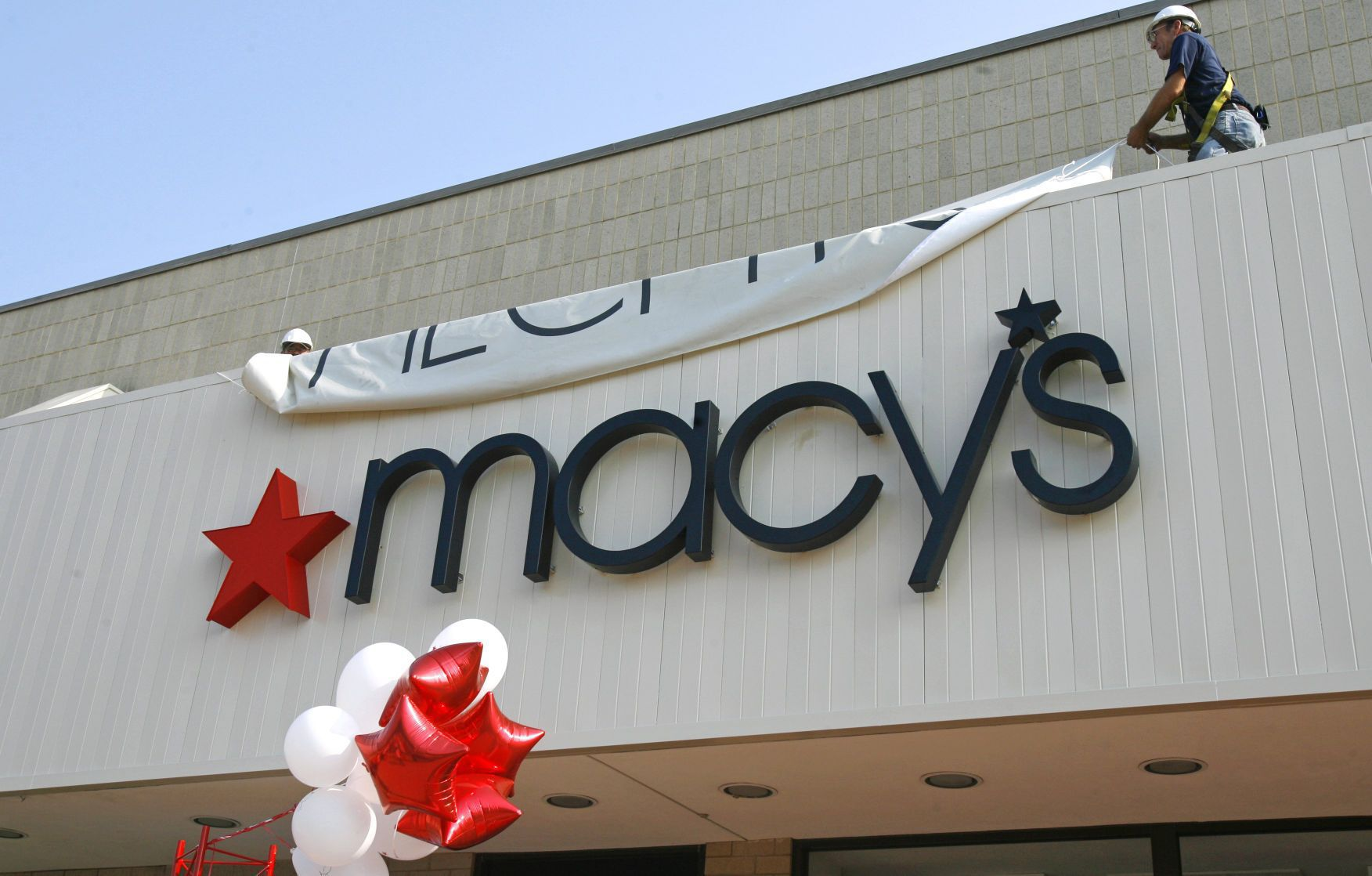 Macyu0027s closing 68 stores including two in