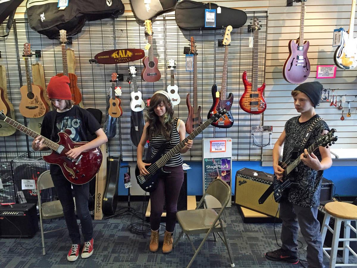 >> ROCKADEMIA IS TEACHING THE NEXT GENERATION OF ROCK 'N' ROLL STARS