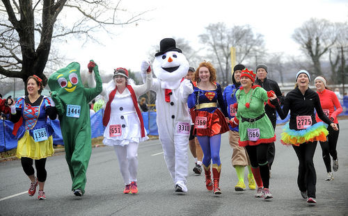Turkey Trot draws about 4,000 runners