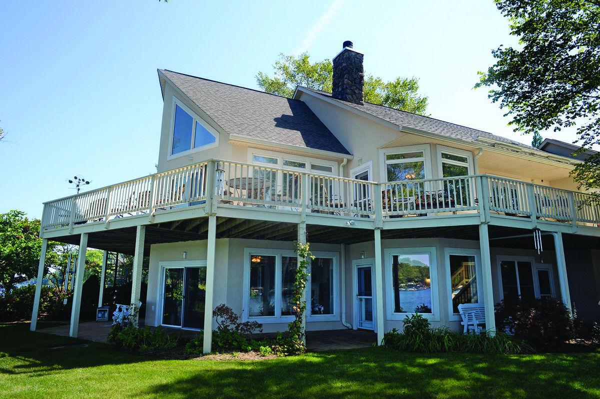 Luxury On The Lakefront At Lake Of The Woods Features