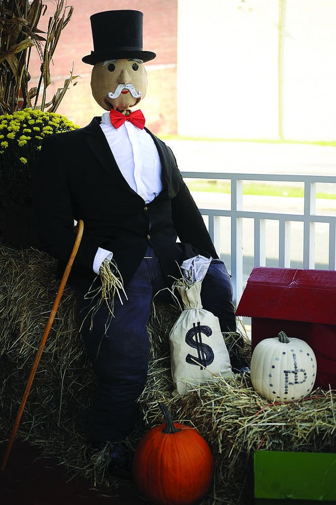 Local businesses get creative in scarecrow contest | Local