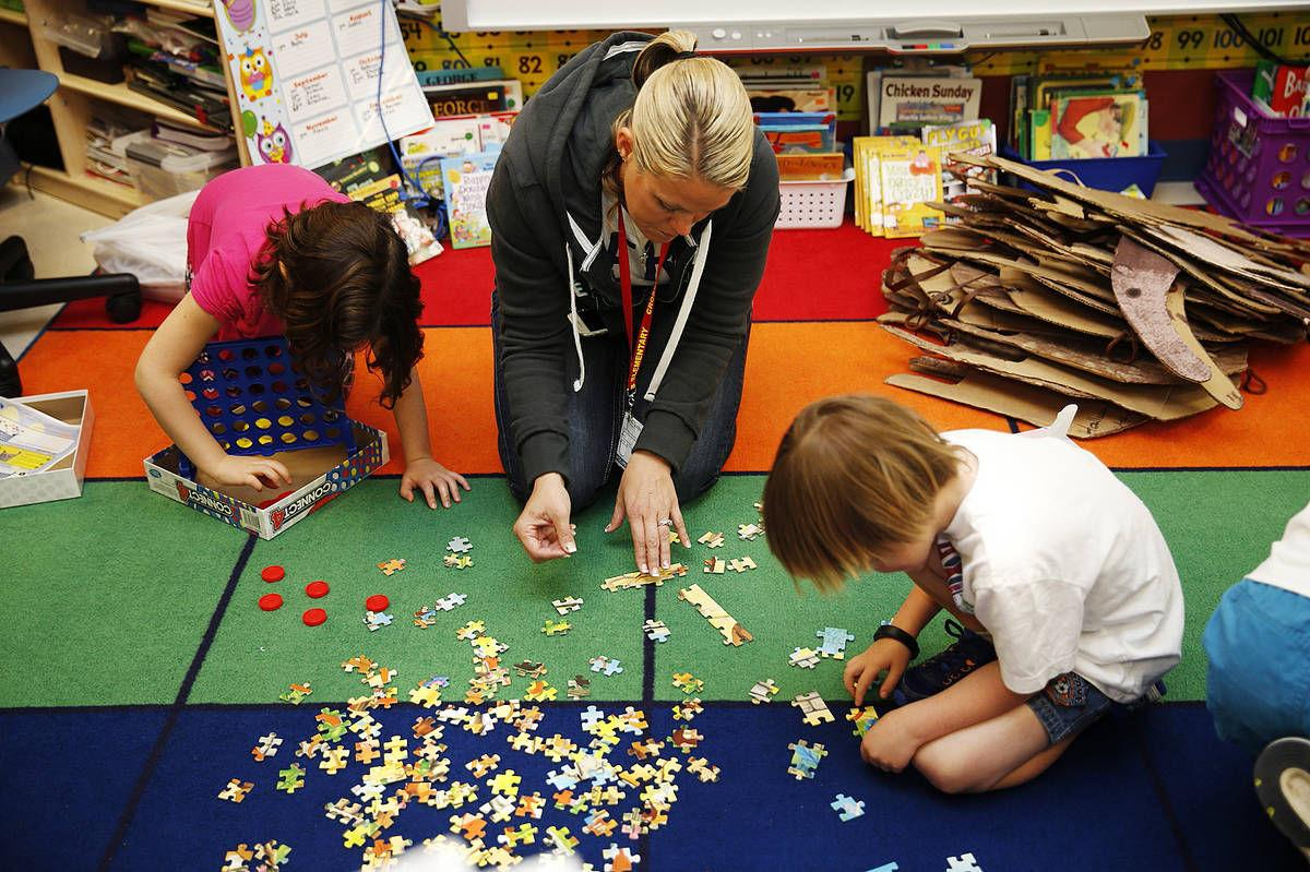 Marine Corps base elementary follows 21st century model of group learning