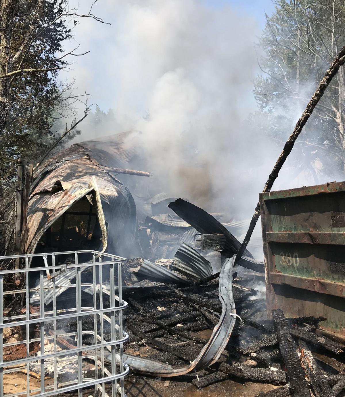 Fire destroys Bowling Green business
