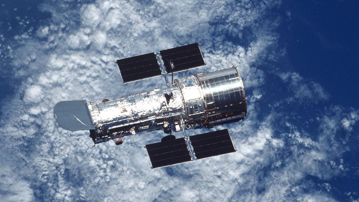 Hubble floating free after servicing mission in 2002