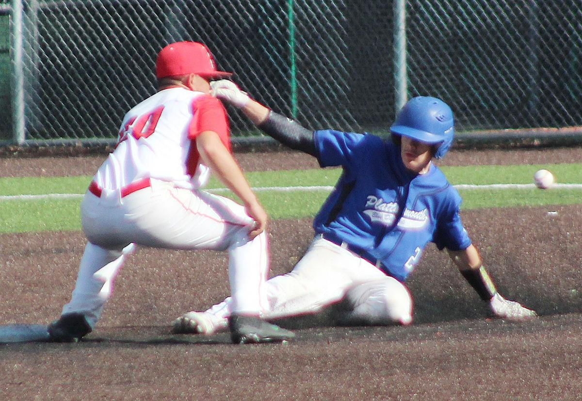 Trent Elshire steals second base in fourth inning