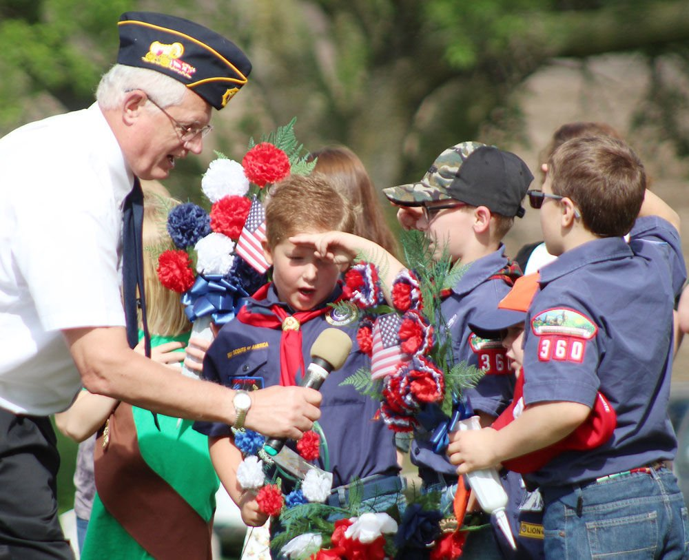 Cub Scouts recite Pledge of Allegiance