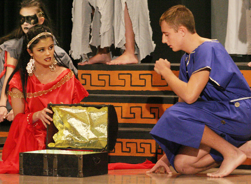 Medea offers Jason treasure of gold