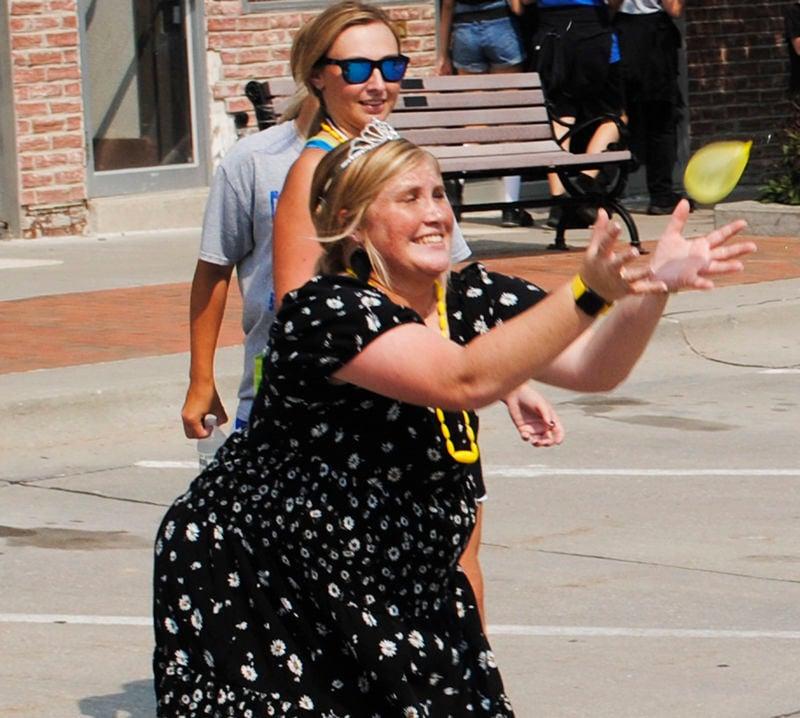 festival balloon toss 1